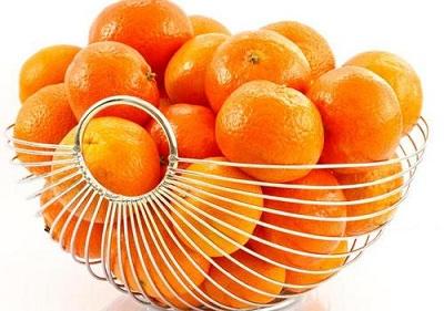 动物吃橙子