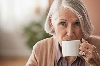 老人饮茶要浓淡适宜